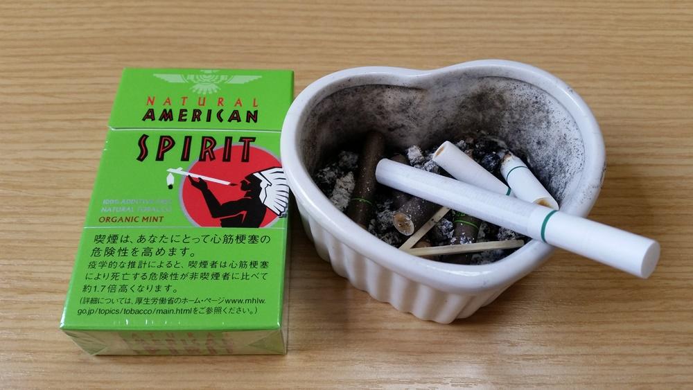 禁煙前のたばこ、アメリカンスピリッツと灰皿
